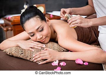 donna, ricevimento, massaggio posteriore