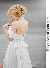 donna, romantico, biondo, ritratto, vestito bianco