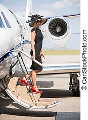 donna, sbarco, jet, privato, terminale, aeroporto, ricco