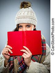 donna, schivo, giovane, libro, lettura, rosso