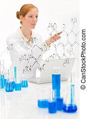 donna, scienziato, in, laboratorio, con, laptop