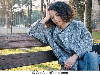 donna, seduto, panca, nero, solo, triste
