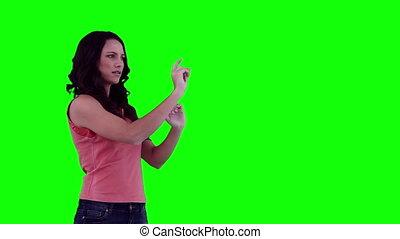 donna, selezione, articoli, su, uno, digitale, touchscreen