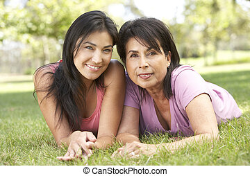 donna senior, con, adulto, figlia, parco