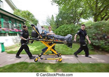 donna senior, emergenza, medico, aiuto