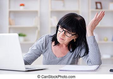 donna senior, lotta, computer