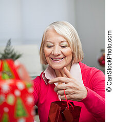 donna senior, regalo natale