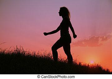donna, silhouette, a, tramonto
