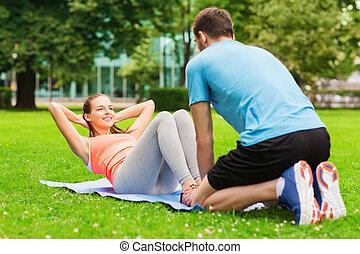 donna sorridente, fare, esercizi, su, stuoia, fuori