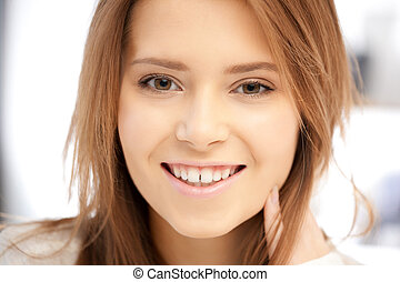 donna sorridente, felice