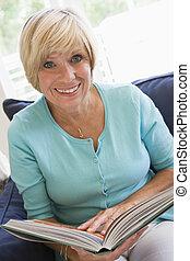 donna sorridente, libro