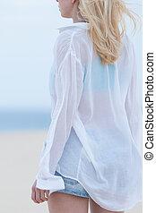 donna, spiaggia, dusk., camicia, sabbioso, bianco