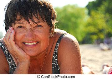 donna, spiaggia, maturo