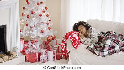 donna, stanco, napping, albero, giovane, fronte, natale