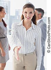 donna, stretta di mano, offerta, affari