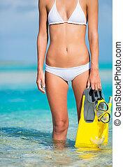 donna, su, isola tropicale, con, aeratore, ingranaggio