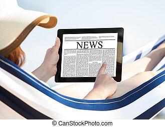 donna, tavoletta, amaca, digitale, giornale, lettura