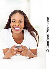 donna, telefono cellulare, americano, africano, usando