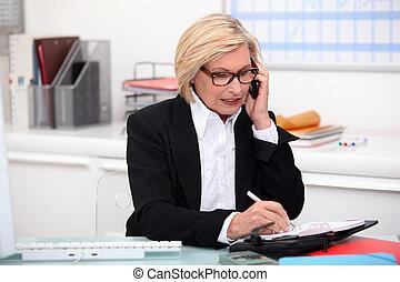 donna, telefono, in, lei, ufficio