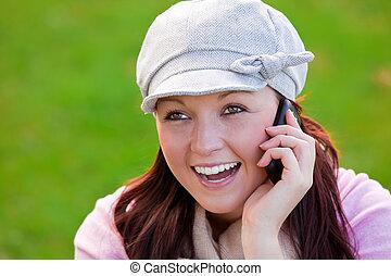 donna telefono, parco, parlante