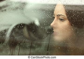 donna triste, guardando attraverso, uno, finestra automobile