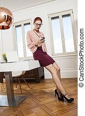 donna, ufficio, su, giovane, carino, chiudere