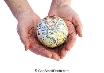 donna, vecchio, globo, isolato, mani, terra