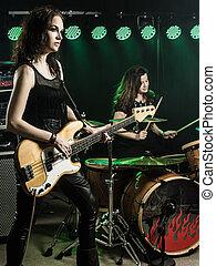 donne, gioco, in, il, gruppo rock