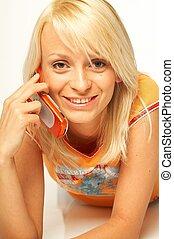 donne parlando, telefono cellulare