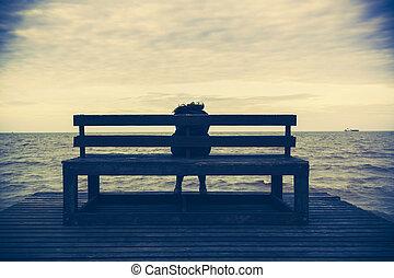 donne, sedere, su, uno, sedia legno