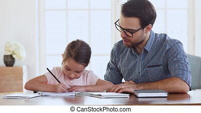 donner cinq, étudier, ensemble, fille, papa, enfant, élevé