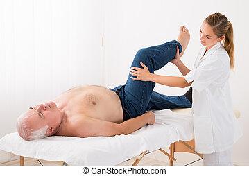 donner, homme, masseur, masage, jambe