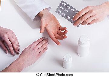 donner, patient, médicaments, closeup, docteur