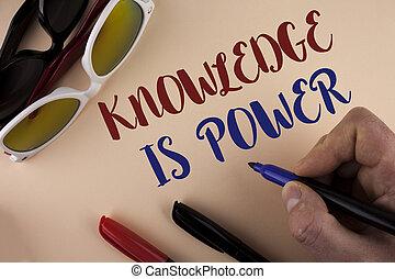 donner, photo, sur, il, signe, apprentissage, marqueur, power., connaissance, soleil, marqueurs, suivant, écrit, tenue, texte, conceptuel, vous, avantage, projection, fond, autres, homme, uni, volonté, lunettes