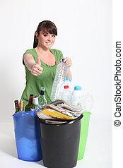 donner, pouces-vers haut, brunette, recyclage