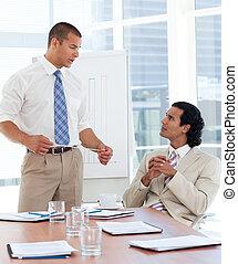 donner, présentation, sérieux, homme affaires