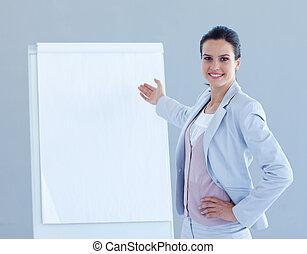 donner, sourire, présentation, femme affaires