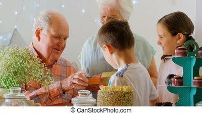 dons, caucasien, vue, petits-enfants, côté, maison, 4k,...