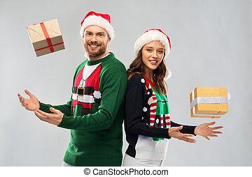dons, couple, chandails, noël, heureux
