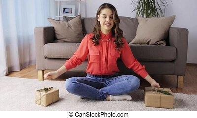 dons, femme, enregistrement, vidéo, maison, noël