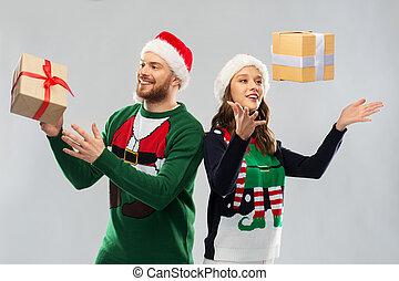 dons, noël heureux, couple, chandails