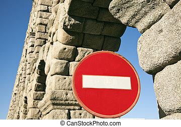 Don't enter - Aqueduct