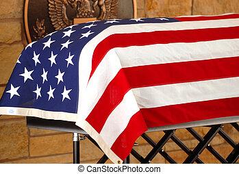 doodskistje, gedrapeerd, met, de amerikaanse vlag