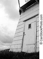 Door on lighthouse1