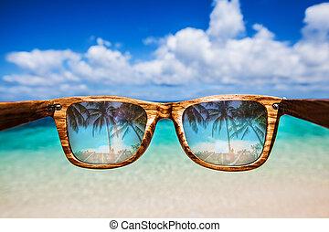 door, zonnebrillen, overzeese mening
