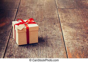 doosje, bruine , de markering van de gift, space., hout, lint, achtergrond, rood