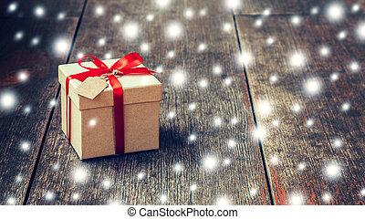 doosje, bruine , lint, de markering van de gift, sneeuw, space., hout, achtergrond, rood