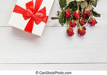 doosje, of, bloem, liefde, cadeau, dek, houten, roos, ruimte, valentijn, concept, rood, fris, witte , dag, lege, design.