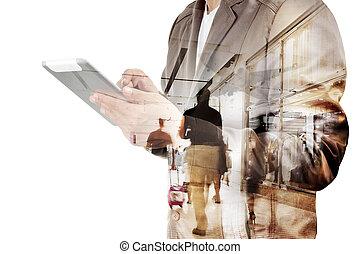 doppelte belichtung, von, kaufleuten zürich, und, flughafenterminal, mit, leute, gehen, und, shoppen