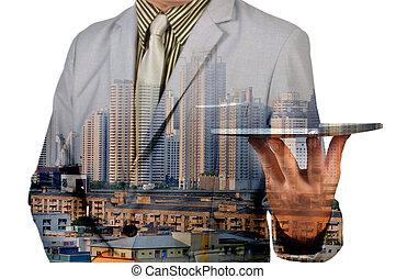 doppia esposizione, immagine, di, uomo affari, uso, tavoletta digitale, e, città, costruzione.
